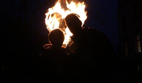 Feuershow Leipzig mit brennendem Herz zur Hochzeit