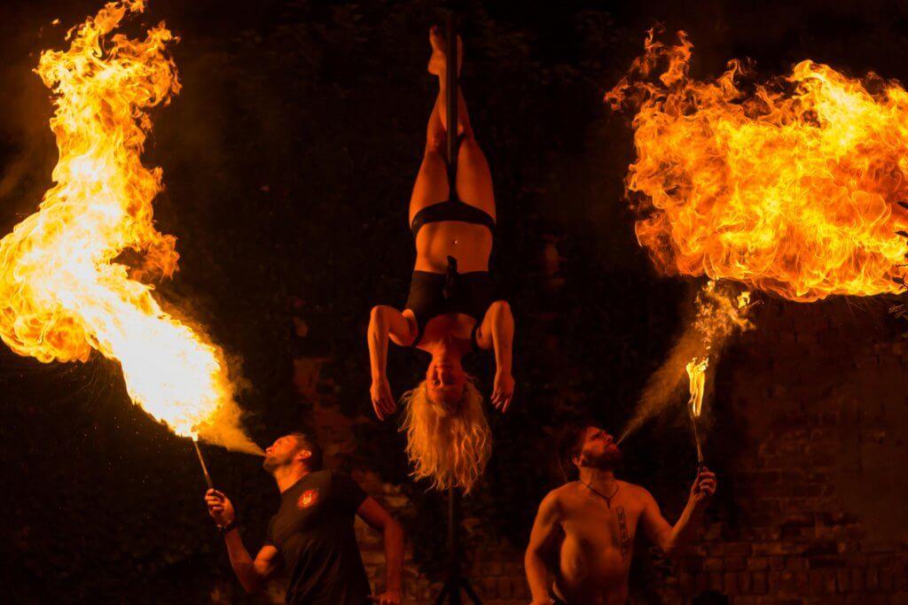 Poledance Show Feuershow Feuerspucken